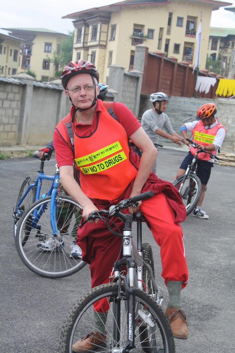 lama-shenphen-volunteering-in-bike-rally